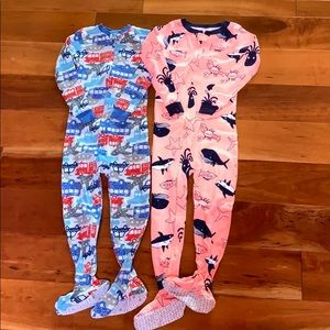 Lot of 2 Carters cotton zip up footed PJs 5T